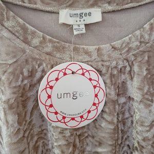 Umgee Tops - NWT! Umgee Top Ruffle Sleeve Crushed Velvet Beige